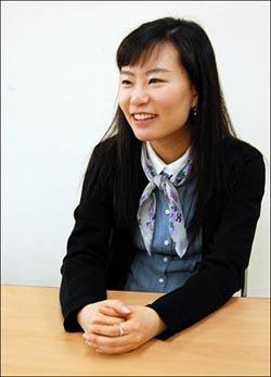 (주)사이럽스 박연진 대표 지난 12일, (주)사이럽스의 사무실이 위치한 마포구 성산동 강북청년창업센터. 이 회사의 20대 CEO 박연진씨가 <오마이뉴스> 20대 시민기자와 인터뷰하고 있다.