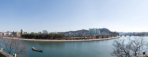 촉석루 위에서 보이는 진주 남강주변의 전경