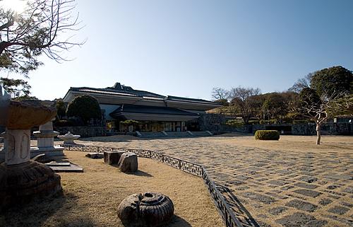 우리나라 목탑의 모양을 형상화한 진주국립박물관