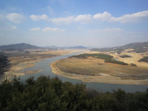 경천대 쪽의 낙동강 모습
