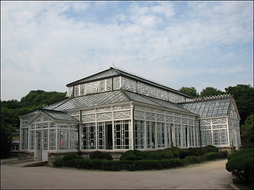 창경궁 안쪽에 남아있는 식물원
