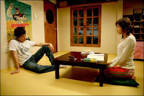 영화 <동갑내기 과외하기 레슨2>의 한 장면.