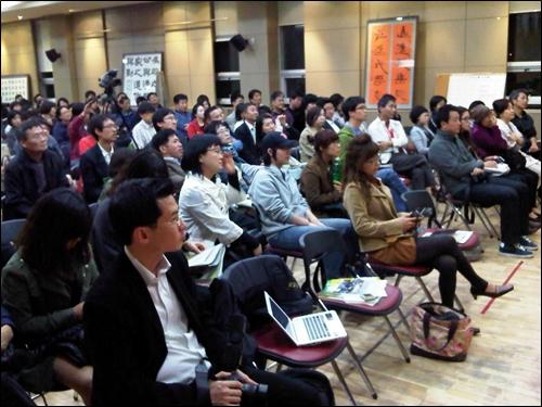 김여진씨 강연회를 찾은 시민들. 이날 약 250여 명이 모였다.
