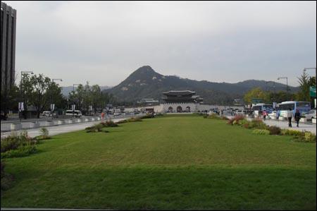 조선왕조의 중심부였던 서울 광화문 거리.