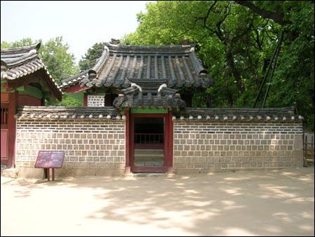 공민왕의 위패를 모셔 놓은 공민왕 신당. 서울시 종로구 훈정동의 종묘 내부에 있다.