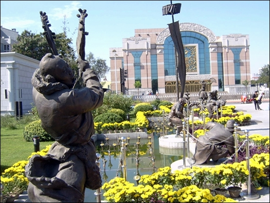 팔대괴 조각상이 있는 텐챠오 광장