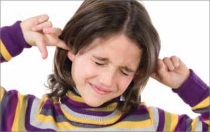 어린이들은 어른보다 소음에 더 민감해 소음에 지속적으로 노출되면 소음성난청은 물론 학습능력 저하 등이 나타날 수 있다.