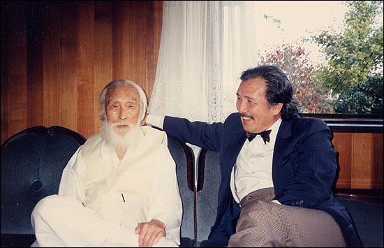 함석헌, 김동길 선생님. 1988년 10월 함 선생님 댁에서 내가 찍은 사진.