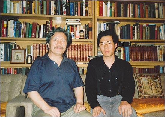 김동길 선생님 1990년 4월 영국유학 가기 전날 김동길 선생님 댁에서 식사 후 선생님은 좋은 가죽지갑에 100불을 넣어 주셨다.