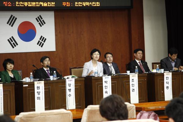 박인숙 집행위원장이 급식지원센터의 필요성에 대해 얘기하고 있다.