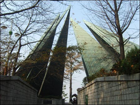 한미수교 100주년 기념탑. 인천시 중구 북성동 3가 소재. 월미도 근처 자유공원 옆에 있다.
