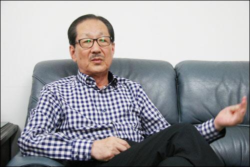 서울 양재동 사무실에서 오마이뉴스와 인터뷰하는 홍성우 변호사. 우리나라의 대표적인 1세대 인권변호사이다.