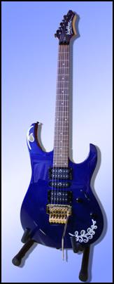 일렉기타 지난날 통기타를 연주하던 남편은 이젠 일렉기타를 연주합니다. 지금도 77밴드에서 퍼스트 기타를 맡고 있습니다.