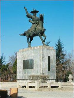 임진왜란 때의 대표적 의병장인 곽재우의 동상. 대구시 동구 효목동의 망우당공원에 있다.