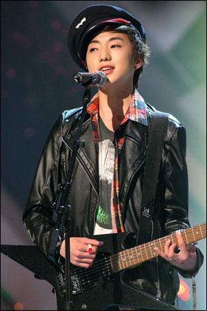 '김병욱 사단' 새롭게 합류한 강승윤 Mnet의 <슈퍼스타 K2>로 스타덤에 오른 강승윤이 최근 <하이킥3>에 출연을 결정한 것으로 알려졌다. 사진은 <슈퍼스타 K2> 출연 당시의 강승윤.