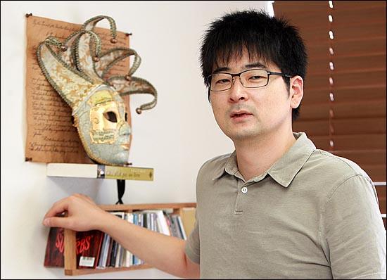 문화컨텐츠 기획자이며 성공회대 신문방송학과 겸임교수인 탁현민씨.