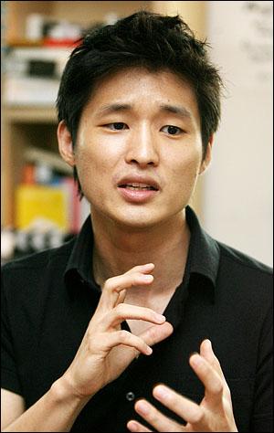<파수꾼>의 윤성현 감독은 군대에서 휴가를 나왔을 때, 켄 로치 감독의 영화를 보고 눈물을 뚝뚝 흘렸다고.