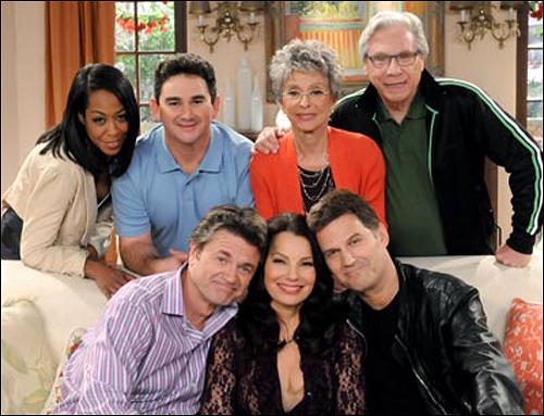 미드 시트콤 'Happily divorced'. 프랜 드레셔(가운데)와 피터 제이콥슨(왼쪽)