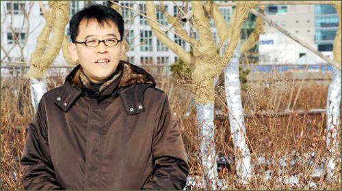 작가 강희진이 제7회 세계문학상 당선작 <유령>(은행나무)을 펴냈다.