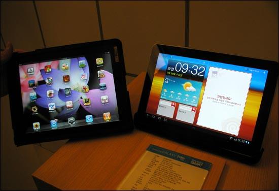 9.7인치 화면을 쓰는 아이패드 1세대(왼쪽)와 갤럭시탭10.1은 외형상 큰 차이가 없다. 다만 갤럭시탭은 16대 10 화면비를 사용해 가로로 더 길다.