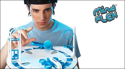마텔사의 '마인드플렉스'. 뇌파를 이용한 첫 장난감으로 선풍적 인기를 끌었다.