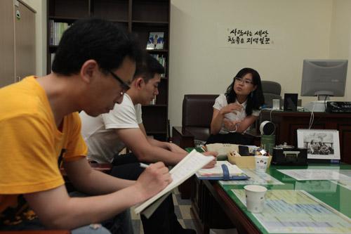 서은숙 구의원과 봉다리 낙타. 부산진구청 의원 사무실