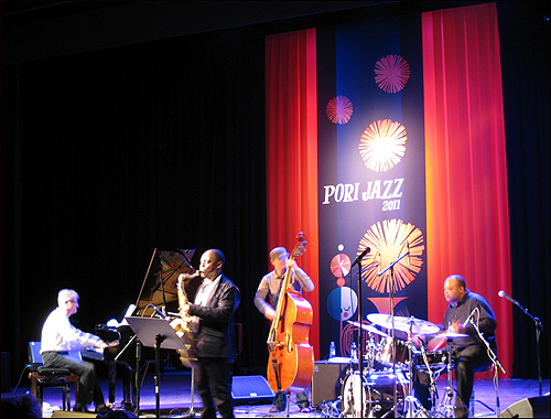 올해로 46회를 맞은 포리 재즈 페스티벌에서 뮤지션들이 공연을 펼치고 있다.