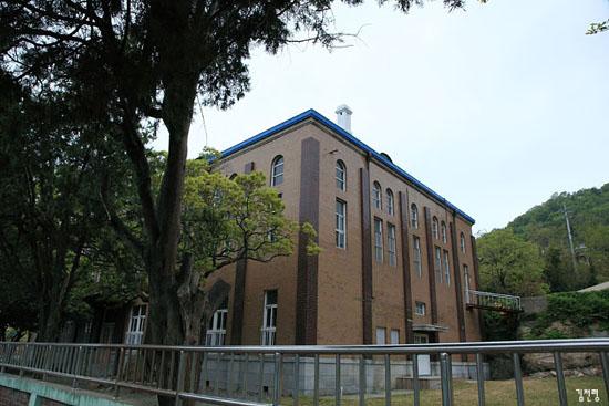 (구)목포공립심상소학교 강당(현 유달초등학교, 등록문화재 제30호)