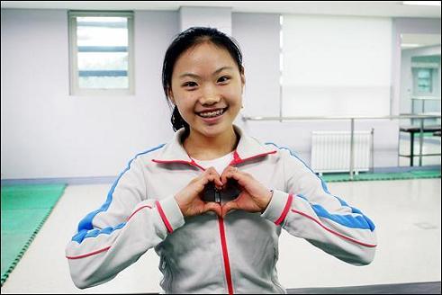 대한민국 피겨 챔피언 김해진(14) 선수, 밝은 모습으로 인터뷰에 응하고 있다