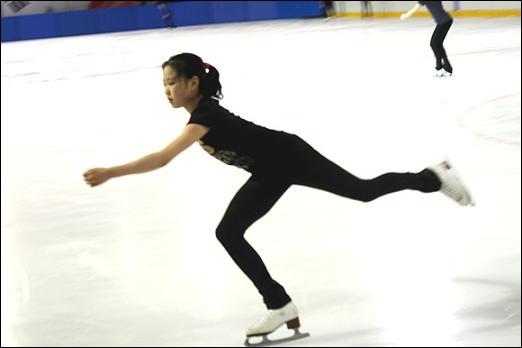 김해진 선수가 점프 도약을 하고 있다