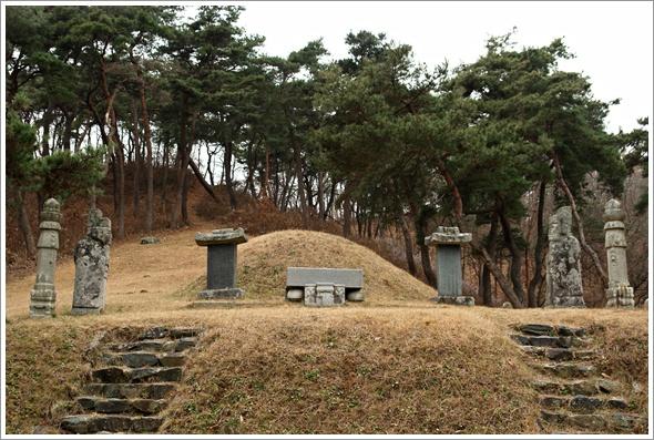 '중봉 조헌'의 묘