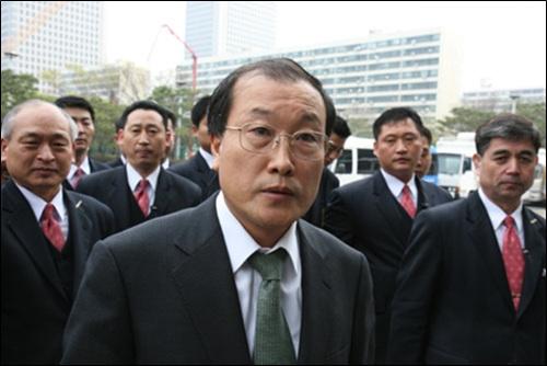 지난달 29일 전격 사임을 발표했던 김재철 MBC 사장의 사표가 1일 오전 방문진 이사회에서 반려됐다.