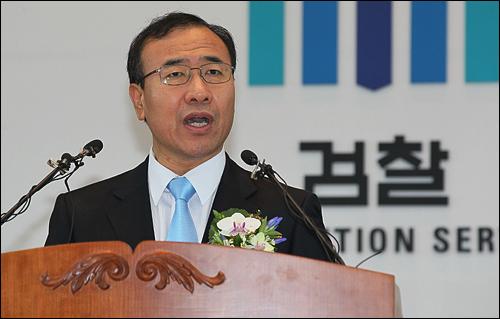 12일 오후 서울 서초구 서초동 대검찰청 강당에서 열린 취임식에서 한상대 검찰총장이 취임사를 하고 있다.