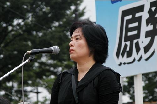 마츠모토 노리코 씨는 후쿠시마 사고 이후 아픔을 호소한 두 딸 이야기를 하며 눈시울을 붉혔다. 그는 딸을 도쿄에 있는 친척집으로 피난시켰다.
