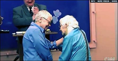 미국 뉴욕주에서 동성결혼이 합법화된 지난 7월, 24년간 함께 산 동성커플의 결혼식 장면.
