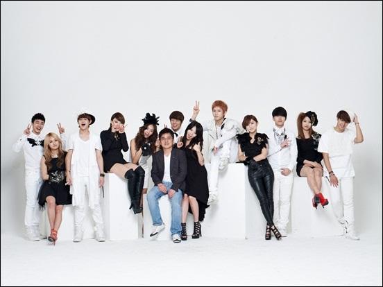 큐브엔터테인먼트 홍승성 대표와 그의 가족 포미닛, 비스트 지나. 이들은 지난 25일 일본 도쿄에서 패밀리 콘서트 '유나이티드 큐브'를 열었다.