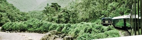 우루밤바 강을 따라 마추픽추로 가는 기차
