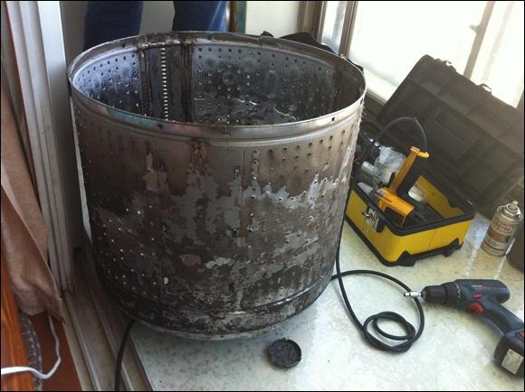 곰팡이에 오염된 세탁통