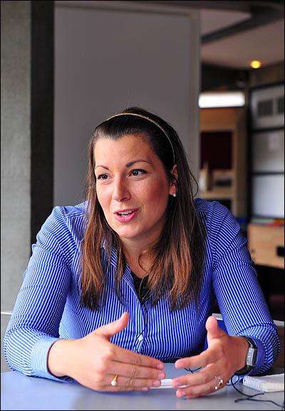 영국 케임브리지대 엔지니어링디자인센터에서 보건의료체계를 연구하고 있는 에바-마리아 헴프(Eva-Maria Hempe, 박사과정 연구원)가 8일 케임브리지에서 <오마이뉴스> 특별취재팀을 만나 인터뷰하고 있다.