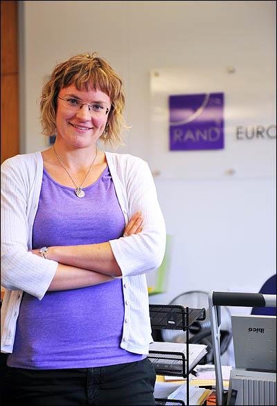 """유럽 RAND의 의료서비스 분석전문가인 애널린 콘클린(Annalijn Conklin)씨. 그는 """"전체적인 의료비 지출 대비 효과는 NHS가 뛰어나다""""고 단언했다."""