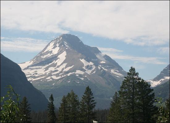 눈과 산 글래시어의 고봉 사면에는 여름에도 녹지 않는 만년설이 있다.