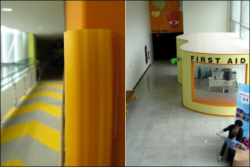 박물관 곳곳에는 안전사고를 예방하기 위해 '완충재'가 설치돼 있다. 오른쪽은 박물관 2층에 위치한 양호실
