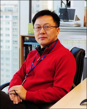 SBS 오기현 PD는 <그것이 알고싶다>와 <SBS 스페셜> '혈액형의 진실' '히딩크사단의 비밀' '조용필, 평양에서 부르는 꿈의 아리랑' 등을 연출했다.