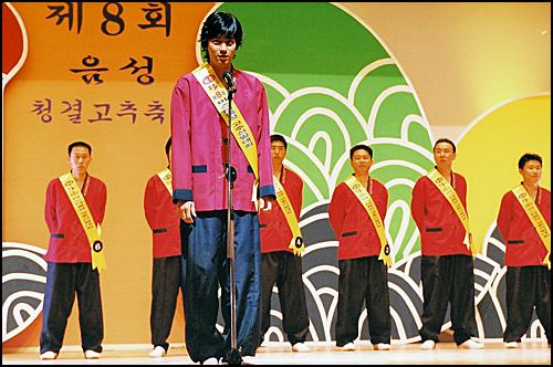 지난 2003년에 충북 음성군에서 촬영된 '그녀를 믿지마세요'에서 강동원씨가 열연하고 있다.