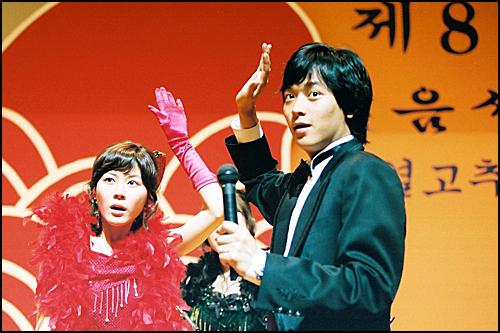 지난 2003년에 충북 음성군에서 촬영된 '그녀를 믿지마세요'에서 강동원씨와 김하늘씨가 열연하고 있다.