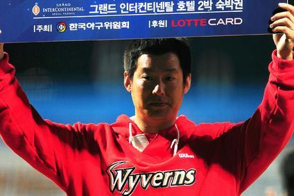 3차전 mvp 난세영웅 안치용 11일 준플레이오프 3차전에서 2타점 결승타를 기록한 안치용