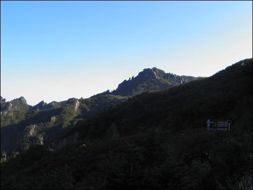한계령은 설악산 국립공원의 아름다운 경치를 감상할 수 있는 최고의 드라이브 코스이기도 합니다.