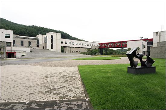 서울예대 안산캠퍼스 중앙광장.