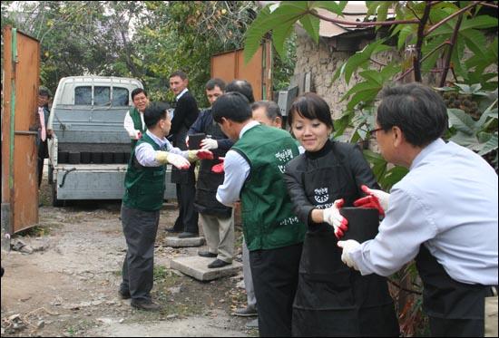 중앙아시아의 키르키스스탄의 수도 비슈케크에 연탄은행(밥상공동체재단, 대표 허기복) 해외 1호점이 설립됐다.