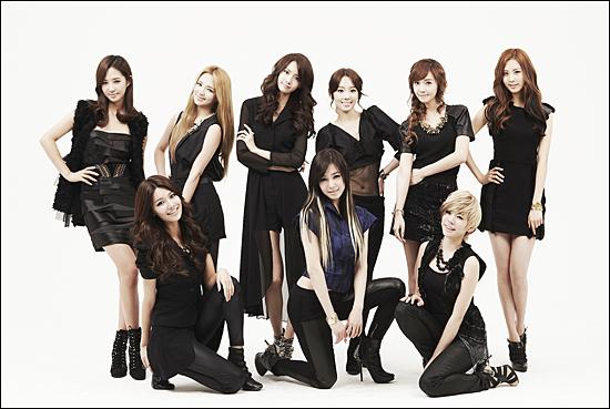 소녀시대가 월드와이드 릴리즈 정규3집 'The Boys'로 1년여만에 팬들 곁으로 돌아왔다. 아홉 명의 소녀들은 19일 앨범 발매 후 21일 KBS 2TV <뮤직뱅크>에서 첫 컴백 무대를 가진다.